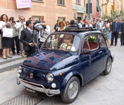 Una Fiat 500 al matrimonio