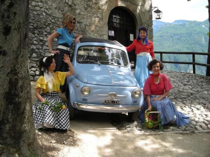 Chi sono le amiche della vecchia Fiat 500?