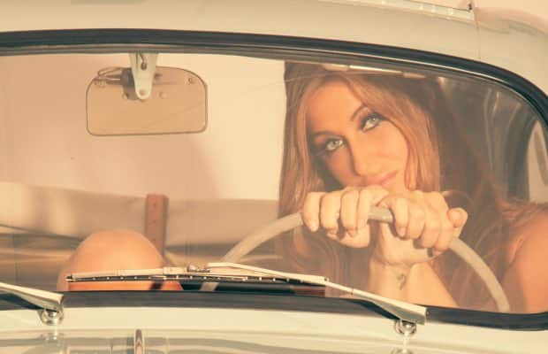 Due bellezze (Elena Riz e Fiat 500) su Playboy