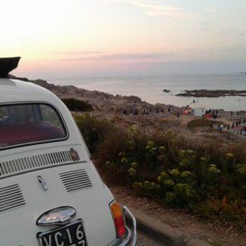 Le vacanze di Andrea in Sardegna a bordo della sua Fiat 500 d'epoca