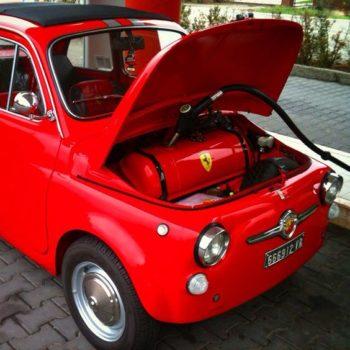 Fiat 500 d'epoca e gli additivi per la benzina: ma servono davvero?