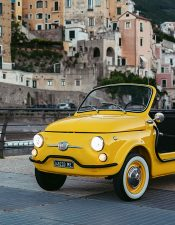La Fiat 500 Jolly Icon-e, una spiaggina a noleggio oggi anche elettrica!